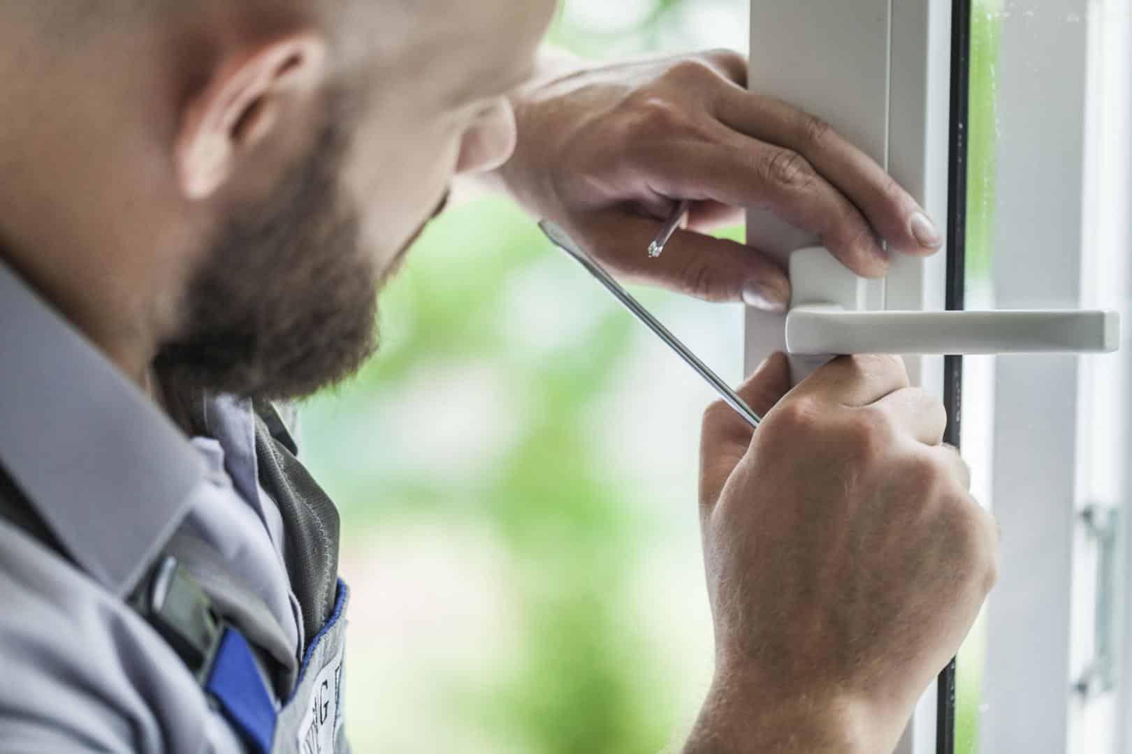 Réparation d'un système de sécurité par un artisan
