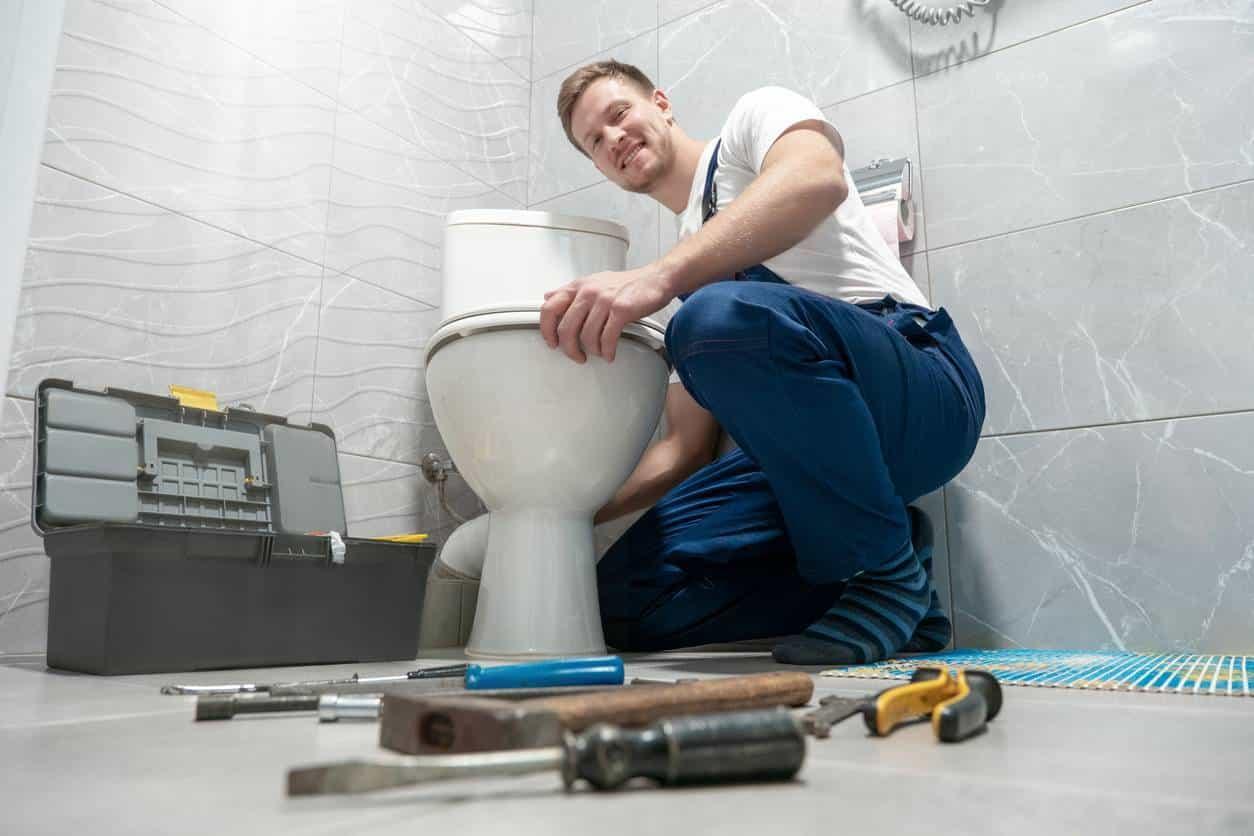 faire intervenir un professionnel pour déboucher ses WC